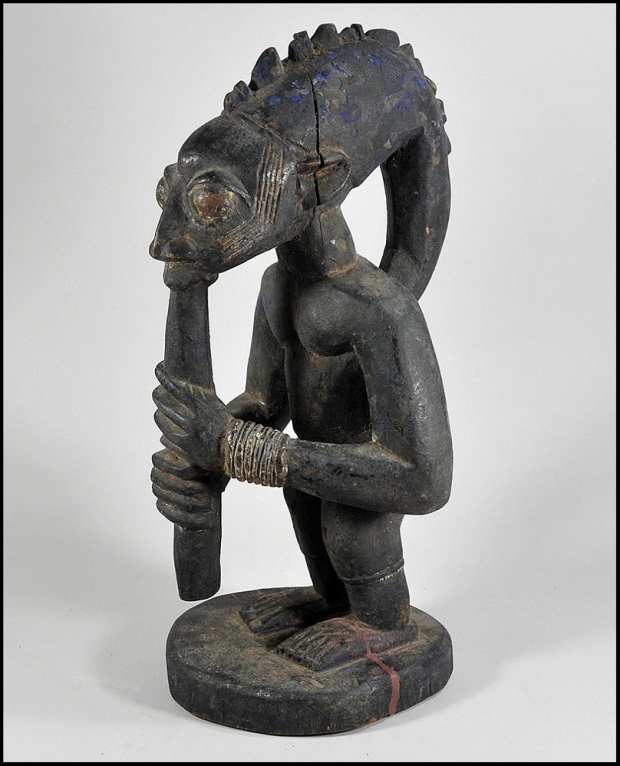 Source : Forafricanart.com Superb Yoruba Eshu (Esu) figure, the Yoruba diety who carries messages and offerings to the gods.